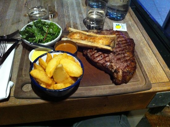 The Cowshed : My huge 950g steak