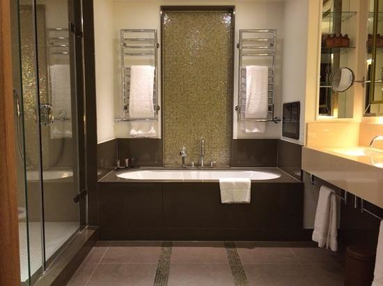 Crowne Plaza London - Battersea : the gorgeous bathroom