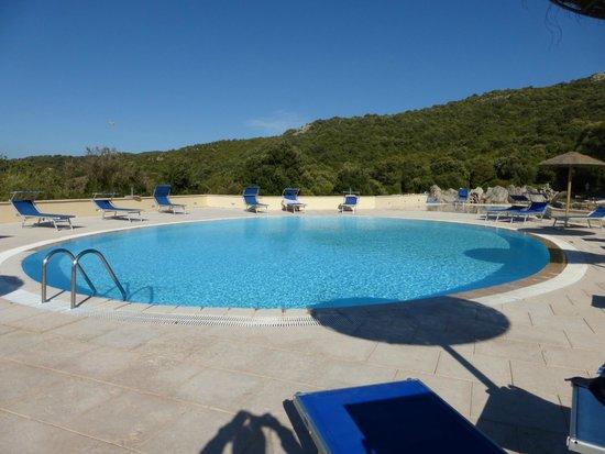Valkarana - Relais di Campagna: Pool area - small kiddies pool not shown