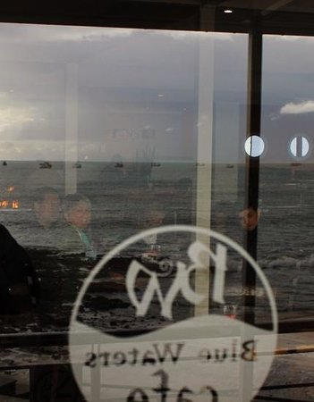 Blue Waters Cafe: reflection of the sea, fire and friends