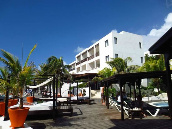 Silver Point Hotel: The main hotel building