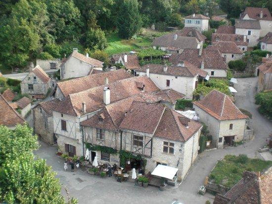 Auberge du Sombral : mooie gebouwen aan het pleintje
