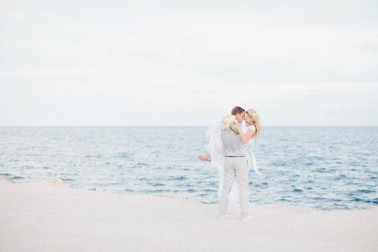 Postcard Inn Beach Resort & Marina : Perfect wedding background