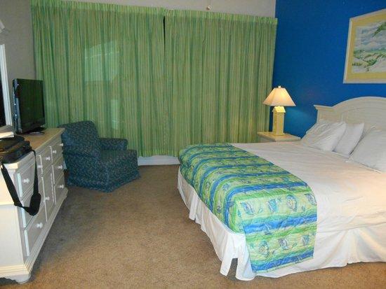 Landmark Holiday Beach Resort : Kingsize Bed in One Bedroom Condo