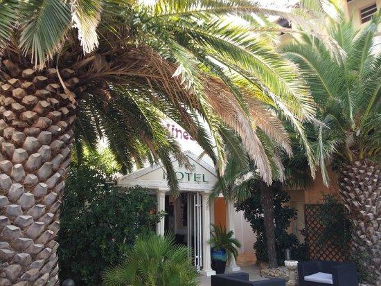Hôtel Les Grenadines : Entrée de l'Hotel