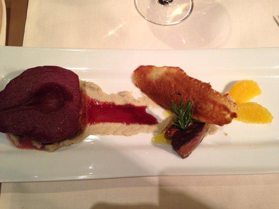 Toane: De : BrigitteEscalope de Foie Gras, mousseline d'artichaut, poire pochée au vin