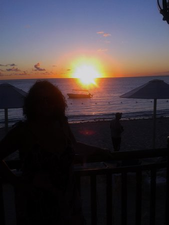 Pearle Beach Resort & Spa : sunset on the beach
