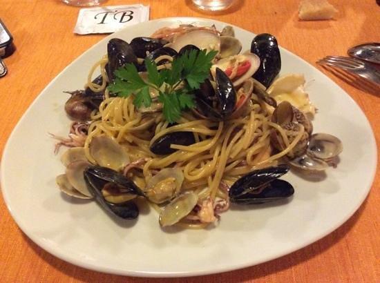 Taverna dei Boncompagni: spaghetto alla boncompagni (non chiamatelo semplice spaghetto allo scoglio)