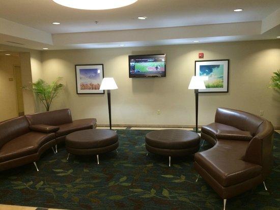 Candlewood Suites Tucson: Lobby