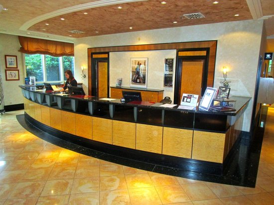 pentahotel Chemnitz: Reception desk