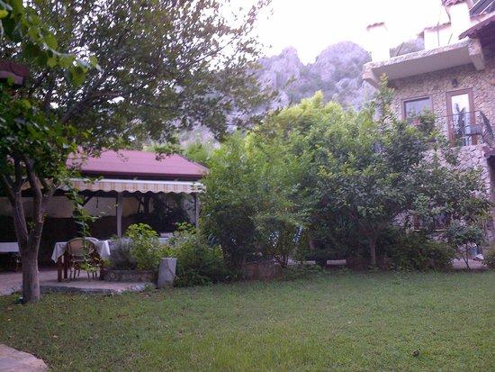 Hotel Villa Monte: dining area from garden