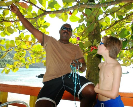 The Boat House Restaurant: Richie helping Sharon decorate with a young customer