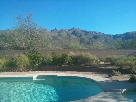 The Jeremiah Inn Bed and Breakfast: A pool with a view