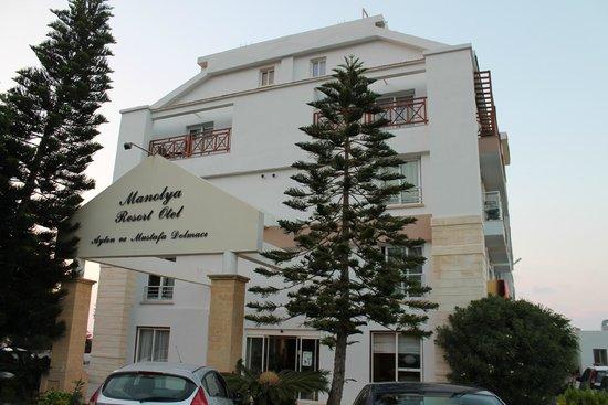Manolya Hotel: Hotel front