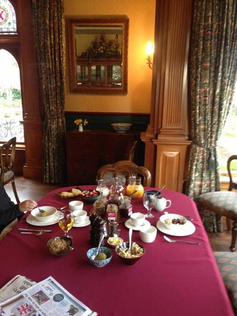 Pen-y-bryn Lodge: breakfast banquet- all home made!
