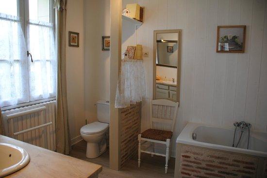 Les Chambres de la Loge: grande salle de bain