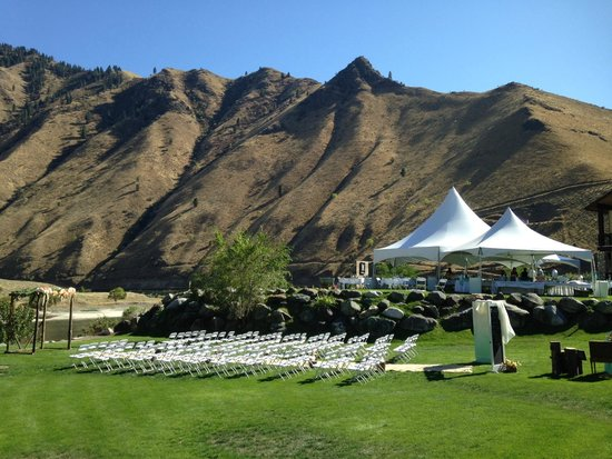 Salmon Rapids Lodge: Ceremony and reception