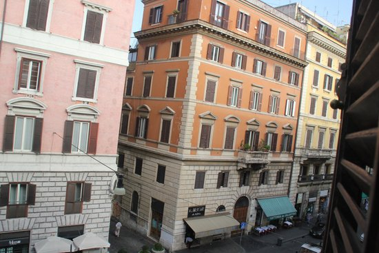 Hotel Foro Romano Imperatori: Street view from our room