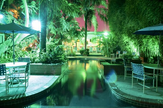 Green House Inn: Evening Pool