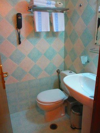 Katerina Hotel: Bathroom