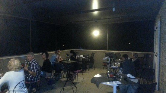 Le Piquebaure : The terrace after dark