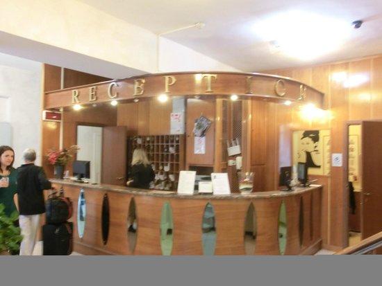 Albergo Firenze : Front Desk