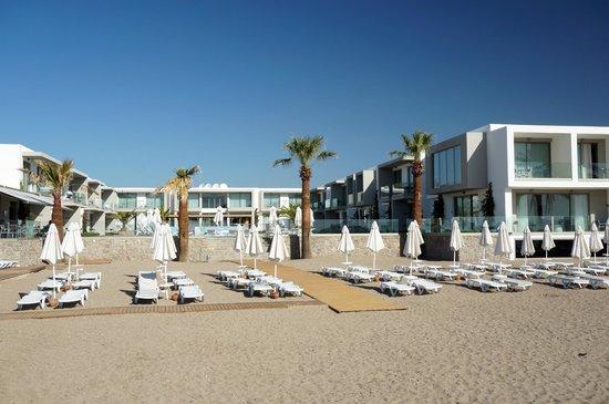 Lugga Beach Boutique Hotel: direkt am Strand