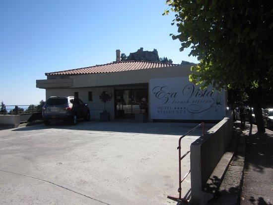 Eza Vista : piazzale ingresso vista eze vista residence hotel