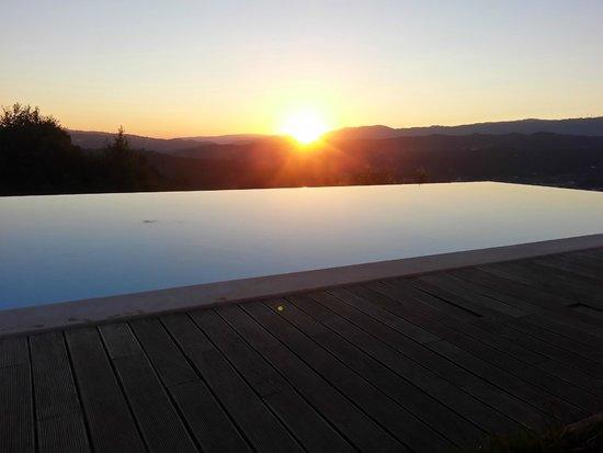 Paco Da Torre De Figueiredo Das Donas : Por-do-sol na piscina