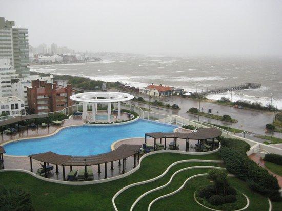 Conrad Punta del Este Resort & Casino: vista da varanda para baia