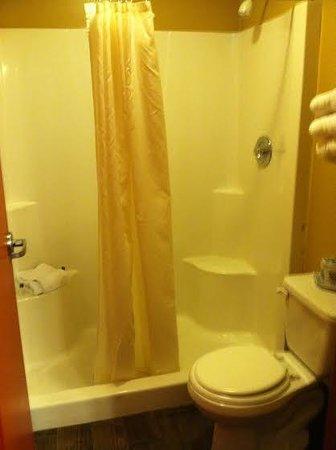 Commodore Resort: Bath.