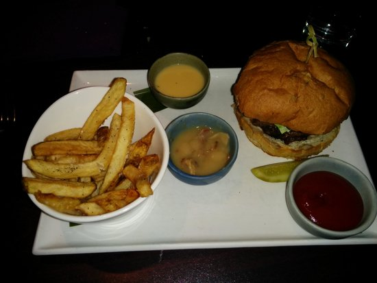 Seasons by Atlantica: burger and fries with a twist!