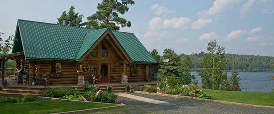Log Cabin Inn Bed U0026 Breakfast: Lake View