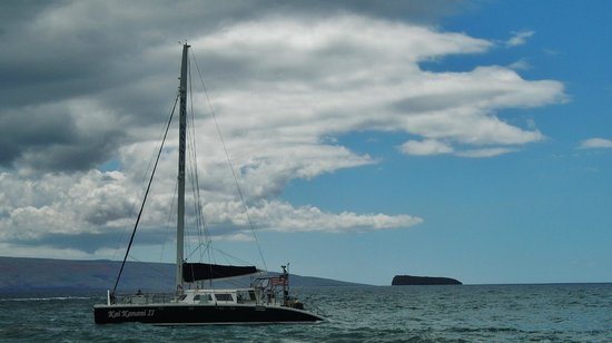 Kai Kanani Sailing Charters: Kai Kanani II with Molokini in the background