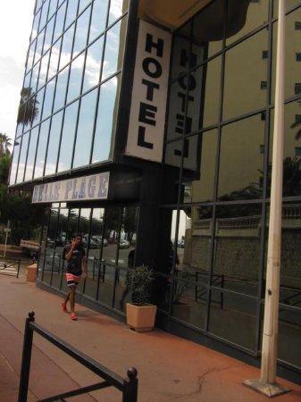 Hotel Belle Plage: vista ingresso ed edificio hotel
