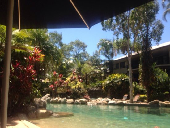 Trinity Links Resort and Apartments: Poolside September 2014