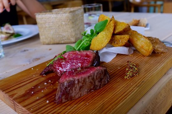 Restaurante A Moa: Beautifully cooked steak