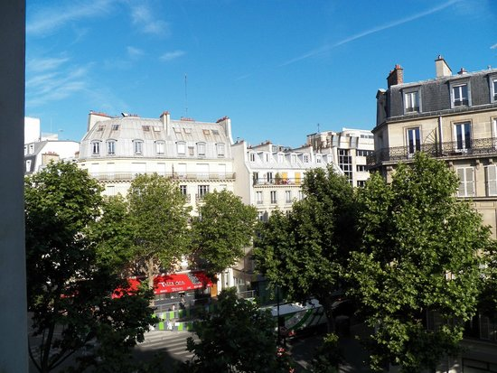 Hotel Jules Cesar : View from 3rd floor room.