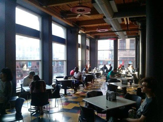 Hostelling International Chicago: Comedor donde se desayuna y realizan actividades