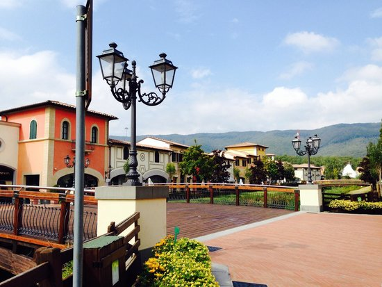 Barberino Designer Outlet: Within the Outlet amongst the hills