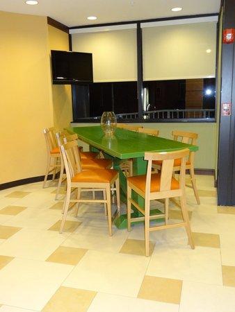 Fairfield Inn & Suites Miami Airport South: Lobby e sala café