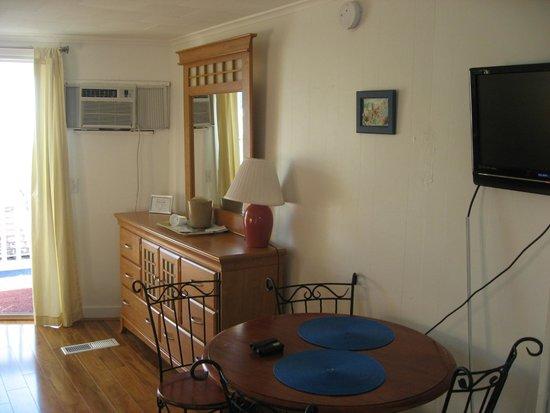 Atlantis Motel: In room