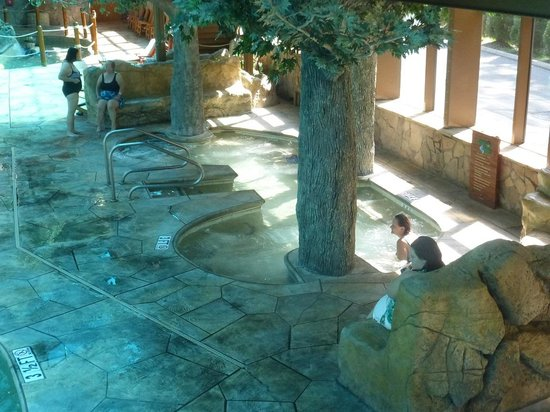 Indoor Hot tub Wild Bear Falls Indoor Waterpark - Picture of Wild ...