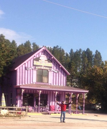 Bobkat's Purple Pie Place : Gary in front after his rhubarb strawberry pie