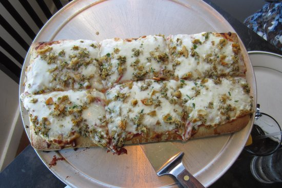 Village Pizzeria: Garlic and Clam Pizza