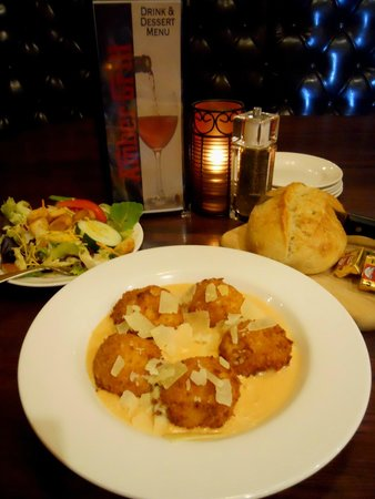 Amber Grill: Fried Macaroni and Cheddar Cheese Aurora