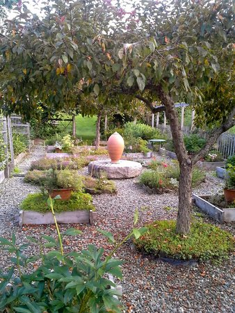 Windsor, VT: Cider Hill gardens and sculpture
