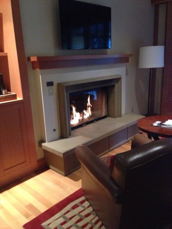CordeValle, A Rosewood Resort: Fireplace