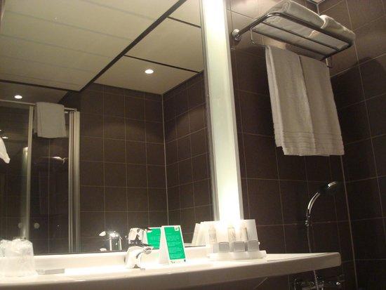 Baño Con Inodoro Separado:Inodoro en lugar separado: fotografía de WestCord Art Hotel Amsterdam