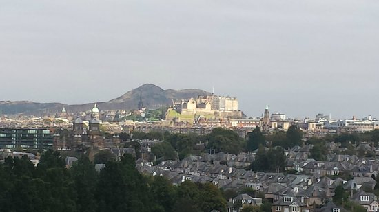 Holiday Inn Edinburgh City - West : View of Edinburgh Castle from the 6th floor (zoomed in)